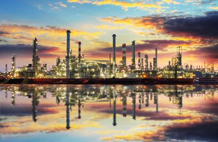 petrochemie industrie: Petrochemische industrie - Olie refinert en fabriek Stockfoto