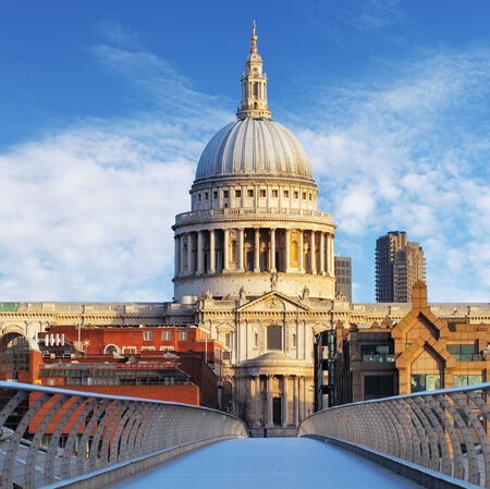 millennium bridge: Cathedral St  Paiul - London, UK