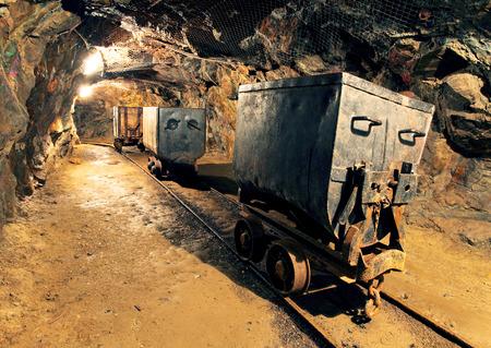 Túnel de mina subterrânea, indústria de mineração