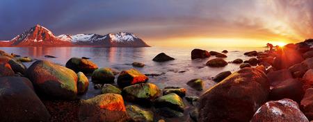 日没、パノラマ、ノルウェー海の海岸