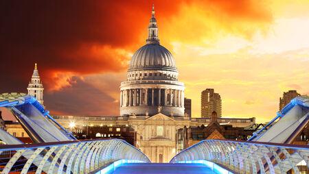 London - Saint Pauls Cathedral photo