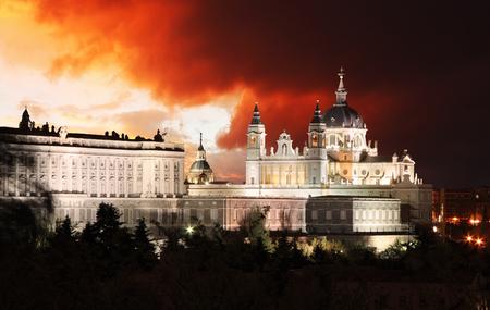 palacio: Madrid,  Almudena Cathedral,  Spain