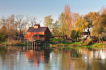 molino de agua: Molino de agua en el río Pequeño Danubio - Eslovaquia, Jelka