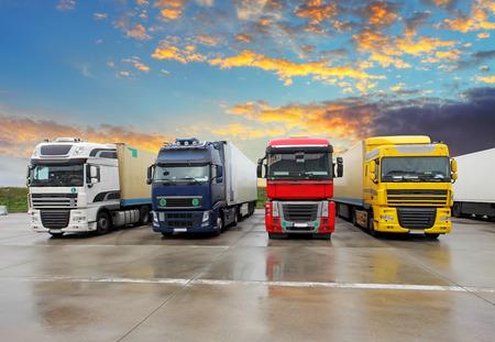 트럭 -화물 운송 스톡 콘텐츠