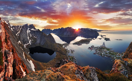 Mountain coast landscape at sunset, Norway Standard-Bild