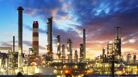 L- und Gas-Raffinerie, Kraftwerksindustrie Standard-Bild - 36887402