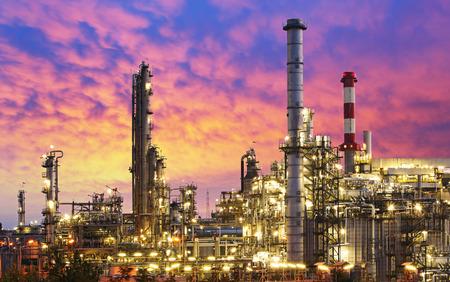 Przemysł naftowy - fabryka rafinerii