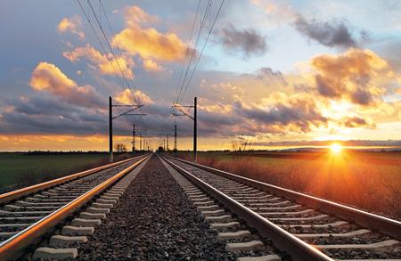 Chemin de fer au coucher du soleil