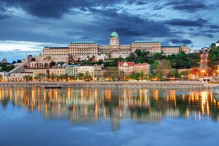 Boedapest Koninklijk paleis met reflectie, Hongarije Stockfoto