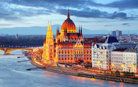 Budapešť, Maďarsko parlament v noci Reklamní fotografie
