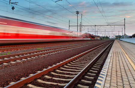 Speed Train in station Stockfoto