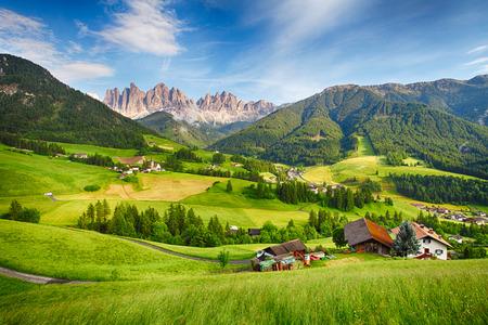 táj: Dolomitok Alpok Mountain Val di Funes Stock fotó