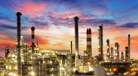 Ropný a plynárenský průmysl - rafinérie, továrna, petrochemické závody
