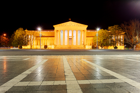 national hero: Budapest, Heroes square at night