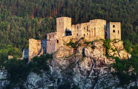castello medievale: Rovina del castello di Strecno