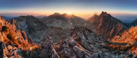 Zonsondergang panorama berg natuur herfst landschap, Slowakije Stockfoto