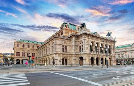 日の出 - ウィーン - オーストリアの州オペラ 写真素材 - 49163989