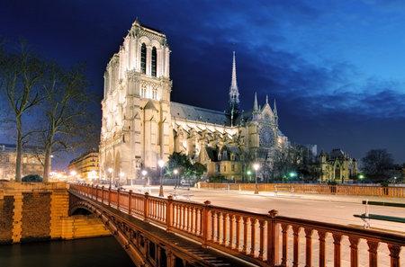 notre dame cathedral: Notre Dame Cathedral at dusk in Paris, France
