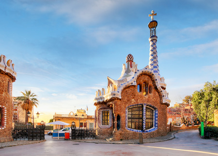 バルセロナ、スペインのパーク グエルに誰も