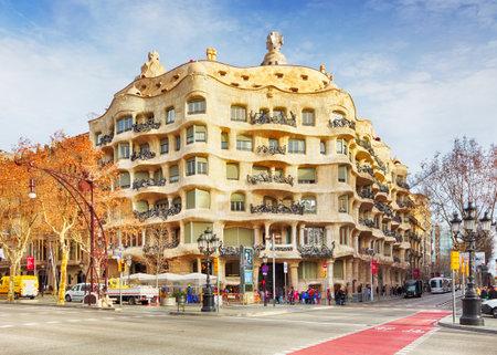 barcelone: BARCELONA, SPAIN - 9 f�vrier architecture d�tail de la Casa Mila, mieux connu comme La Pedrera, con�u par Antoni Gaudi, � Barcelone, en Espagne, sur Ferbuary 9 2016. �ditoriale