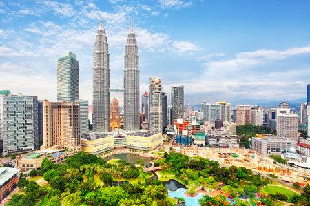 Scenery view of Petronas Twin Tower located in Kuala Lumpur 에디토리얼