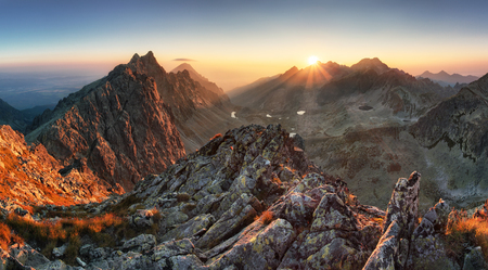 Mountain panorama with sun in Slovakia Banque d'images