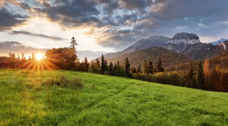 山、朝 Javorina、スロバキアの日の出風景
