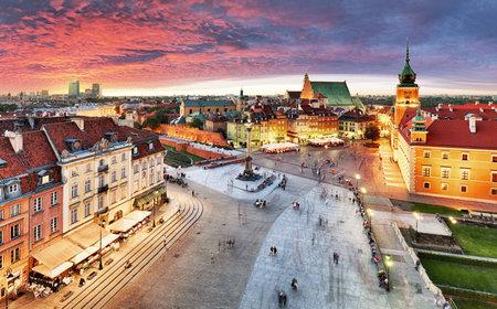 Warschau, Koninklijk kasteel en de oude stad bij zonsondergang, Polen