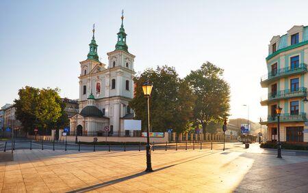 church: Cracovia y la plaza Matejko con las iglesias de San Florian, Polonia Foto de archivo