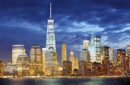 夜ニューヨーク市マンハッタン スカイライン 写真素材