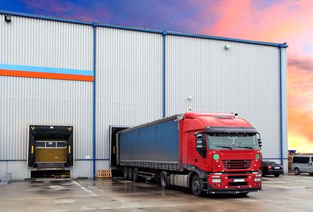 loading bay: Truck in loading docks