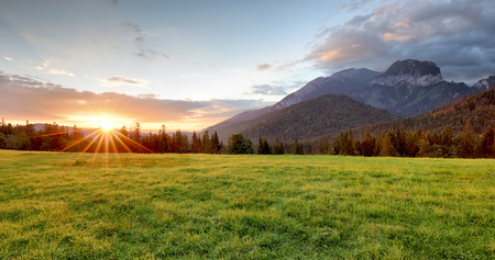 山の風景、スロバキア、朝 Javorina の日の出