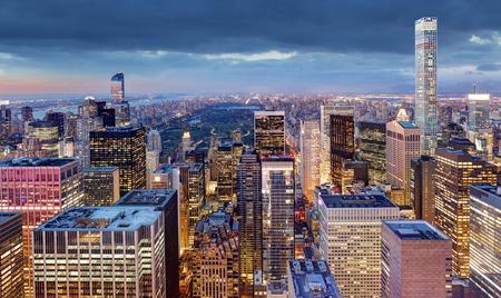 New York City bei Nacht, USA Standard-Bild