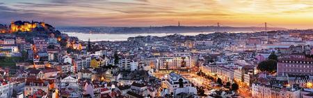 夜、ポルトガル リスボンのパノラマ 写真素材