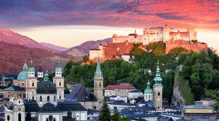 Salzburg castle at sunrise - Hohensalzburg, Austria 스톡 콘텐츠