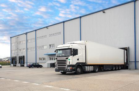 Truck in warehouse Stok Fotoğraf - 81049588