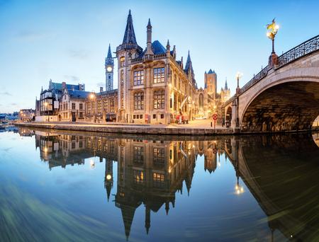 Gandawa, Belgia nocą, stare miasto Gent Zdjęcie Seryjne