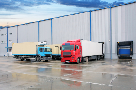 Cargo truck at warehouse building Stok Fotoğraf - 94381466
