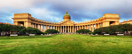 Katedra Matki Boskiej Kazańskiej w Sankt Petersburgu o wschodzie słońca