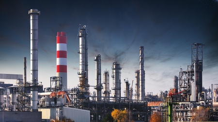 Fabriek bij nacht, Chemische industrie Stockfoto