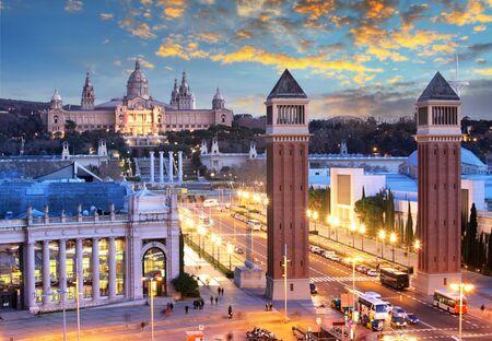 Vue au crépuscule de Barcelone, Espagne. Place d'Espagne