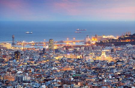 Barcelona and port at night Editöryel
