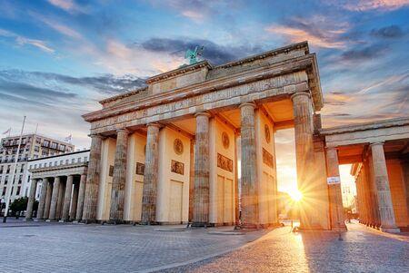 Berlín - Puerta de Brandenburgo al amanecer, Alemania Foto de archivo