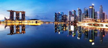Singapore down town panorama at night Редакционное