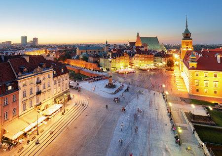 Warsaw Old Town square, Royal castle at sunset, Poland Редакционное