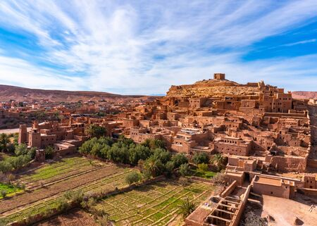 The fortified town of Ait ben Haddou near Ouarzazate on the edge of the sahara desert in Morocco. Atlas mountains. Used in many films such as Lawrence of Arabia, Gladiator Standard-Bild - 131306792