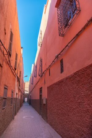 Small street in Marrakechs medina old town. In Marrakech the houses are traditionally pink. Morocco Stok Fotoğraf