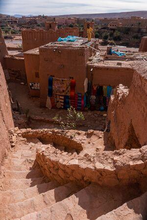 AIT BENHADDOU, MOROCCO - JAN 2019: Streets in The fortified town of Ait ben Haddou near Ouarzazate on the edge of the sahara desert in Morocco. Atlas mountains Редакционное