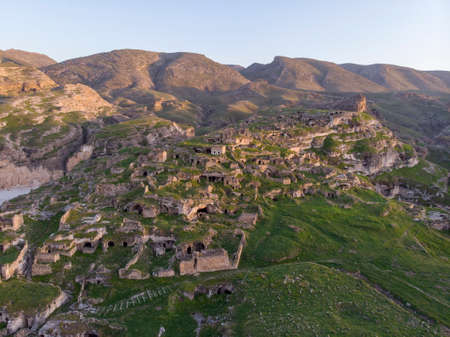 Aerial Drone Shot at sunset Time on the Tigres River in Eastern Turkey, Mesopotamia, the ancient city of Hasankeyf, caves in the rock 版權商用圖片