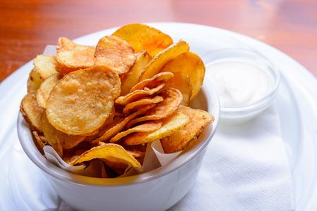 papas: Papas fritas hechas en casa con salsa Foto de archivo